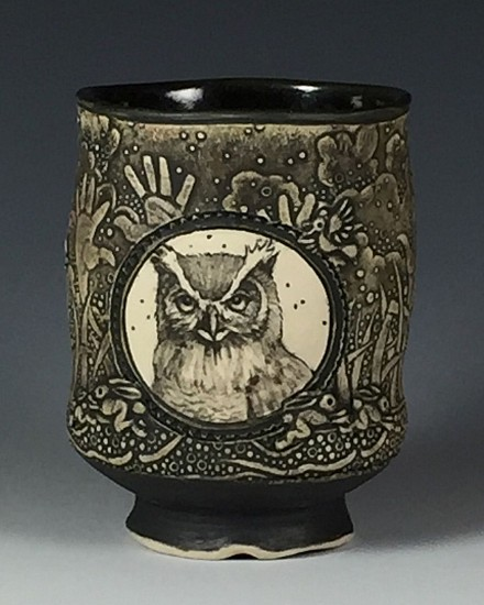 Dennis Meiners, Wolf and Owl Vignette Yunomi 2019, stoneware with mishima drawings